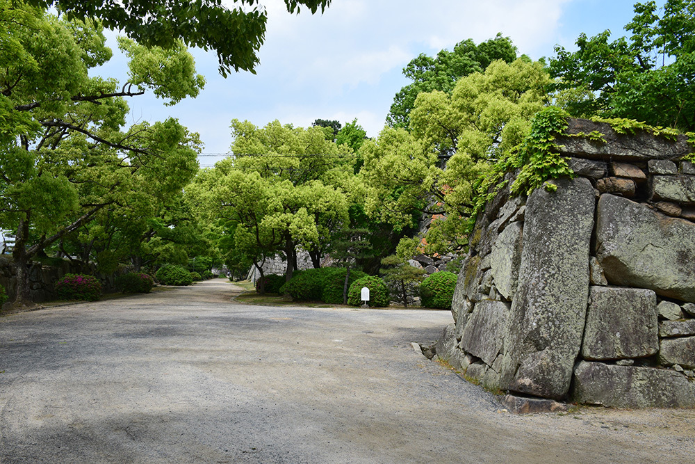 漆黒の烏城、備前岡山城を歩く。 その1「内堀~大手門」_e0158128_20325170.jpg