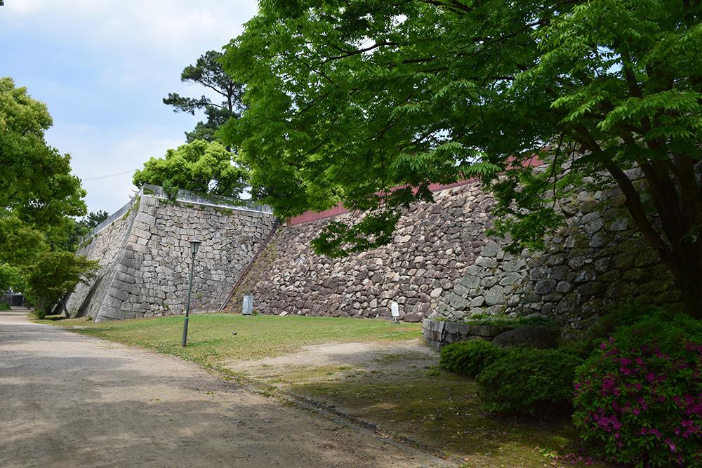 漆黒の烏城、備前岡山城を歩く。 その2「本丸下の段」_e0158128_20452537.jpg