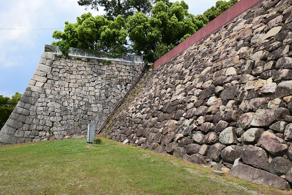 漆黒の烏城、備前岡山城を歩く。 その2「本丸下の段」_e0158128_20484151.jpg