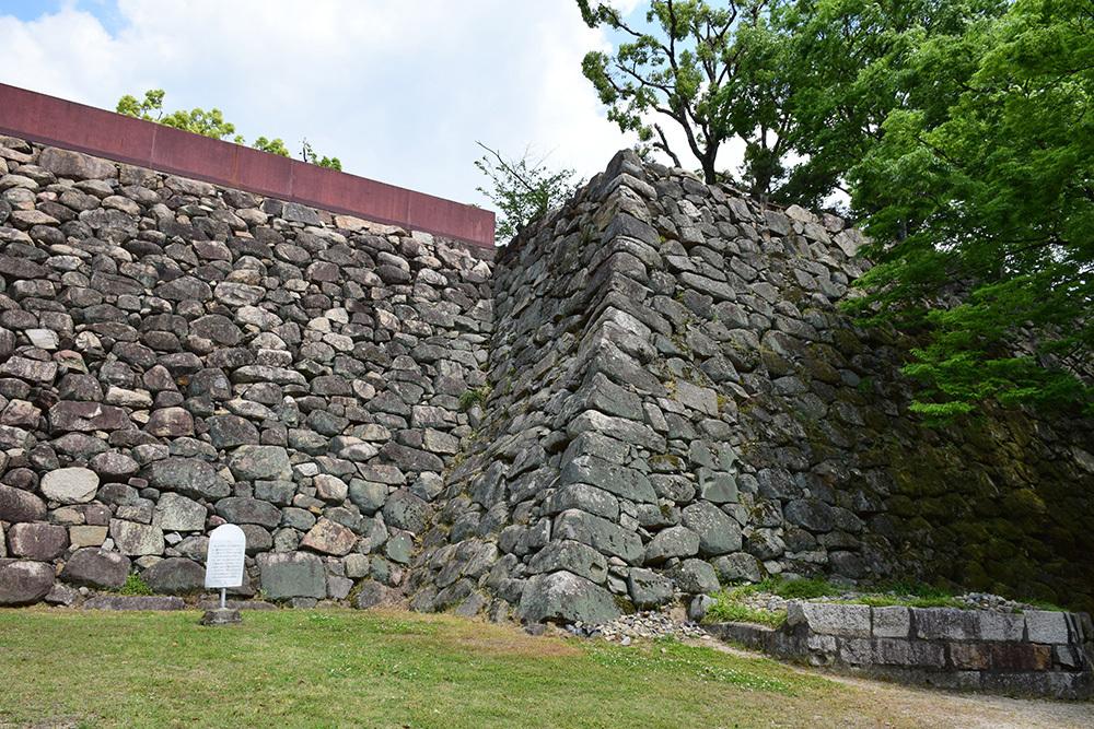 漆黒の烏城、備前岡山城を歩く。 その2「本丸下の段」_e0158128_20484444.jpg
