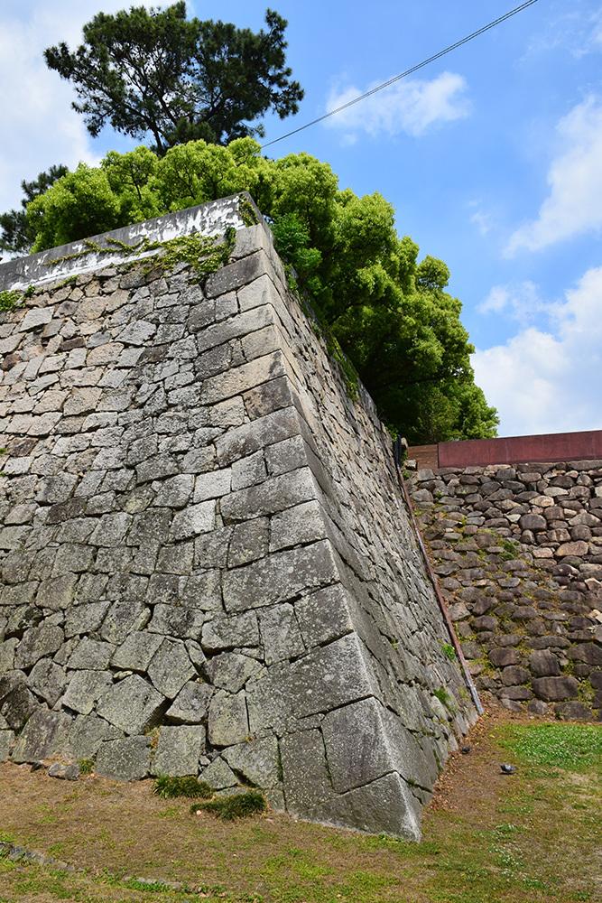 漆黒の烏城、備前岡山城を歩く。 その2「本丸下の段」_e0158128_20535673.jpg