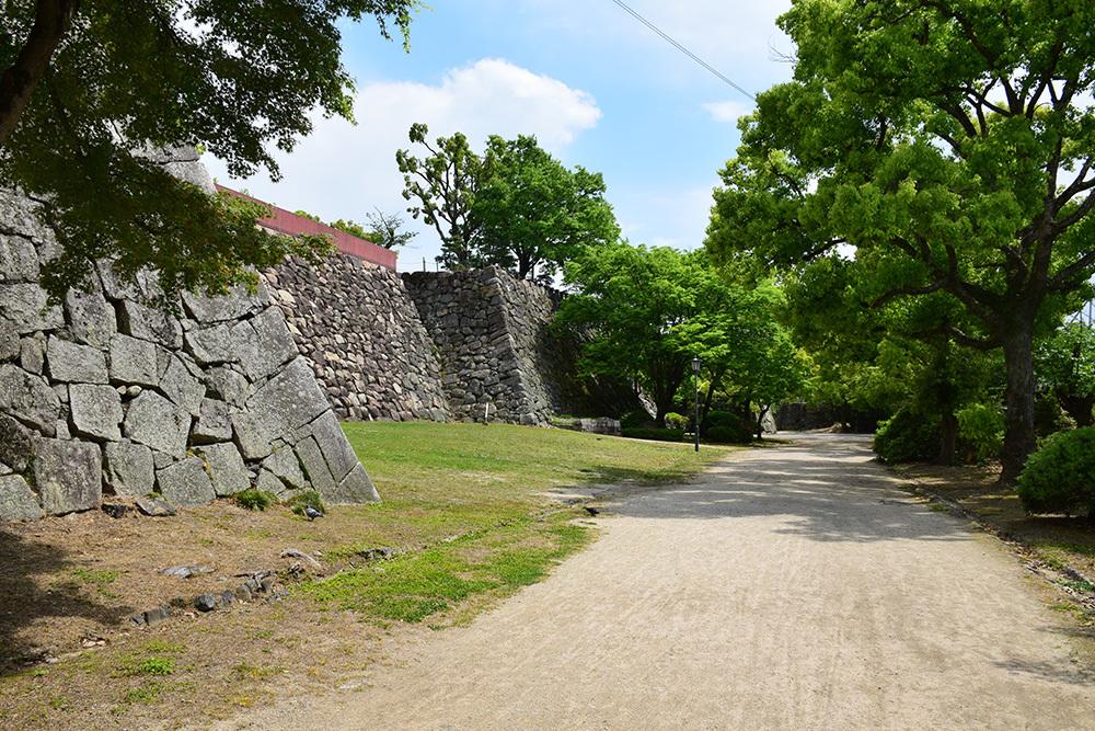 漆黒の烏城、備前岡山城を歩く。 その2「本丸下の段」_e0158128_20540092.jpg