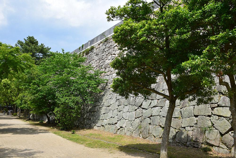 漆黒の烏城、備前岡山城を歩く。 その2「本丸下の段」_e0158128_20540358.jpg