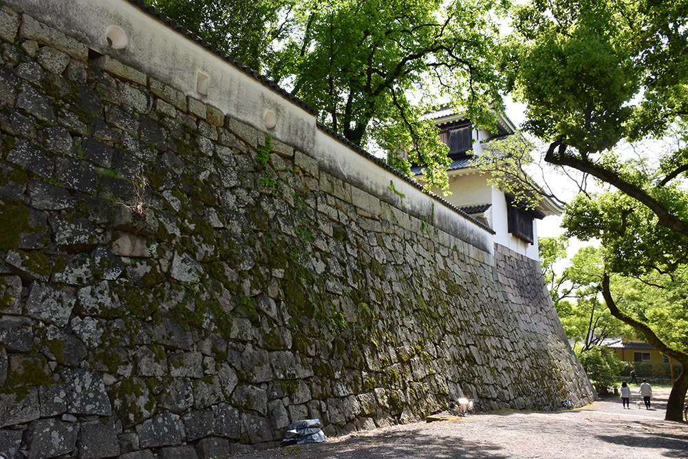 漆黒の烏城、備前岡山城を歩く。 その2「本丸下の段」_e0158128_20595175.jpg