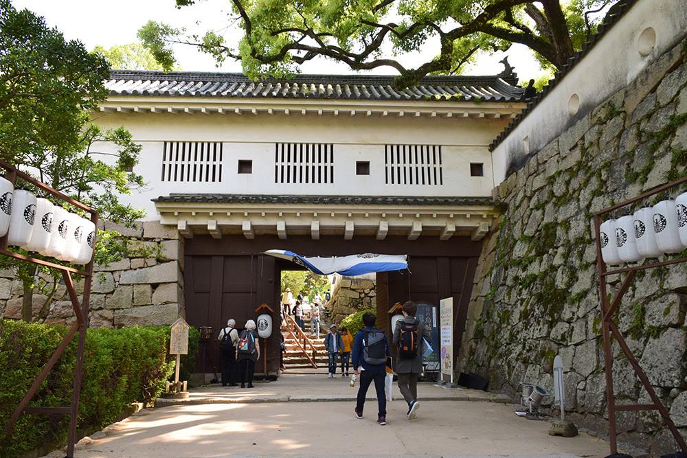 漆黒の烏城、備前岡山城を歩く。 その2「本丸下の段」_e0158128_21031676.jpg
