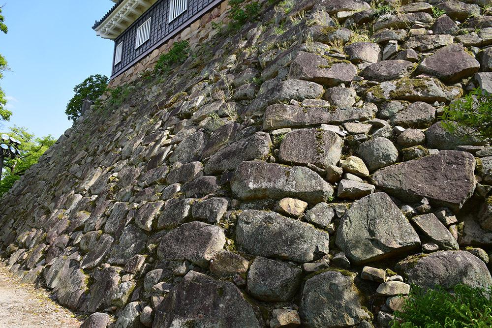 漆黒の烏城、備前岡山城を歩く。 その2「本丸下の段」_e0158128_21102271.jpg