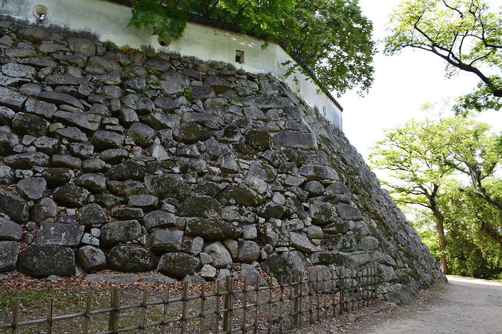 漆黒の烏城、備前岡山城を歩く。 その2「本丸下の段」_e0158128_21143421.jpg
