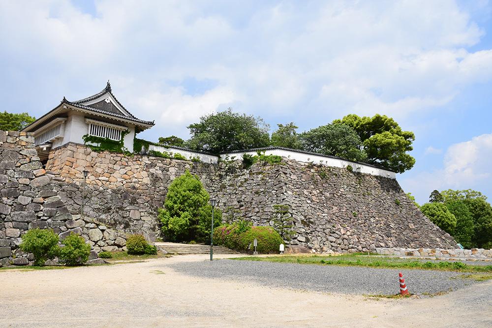 漆黒の烏城、備前岡山城を歩く。 その2「本丸下の段」_e0158128_21221402.jpg