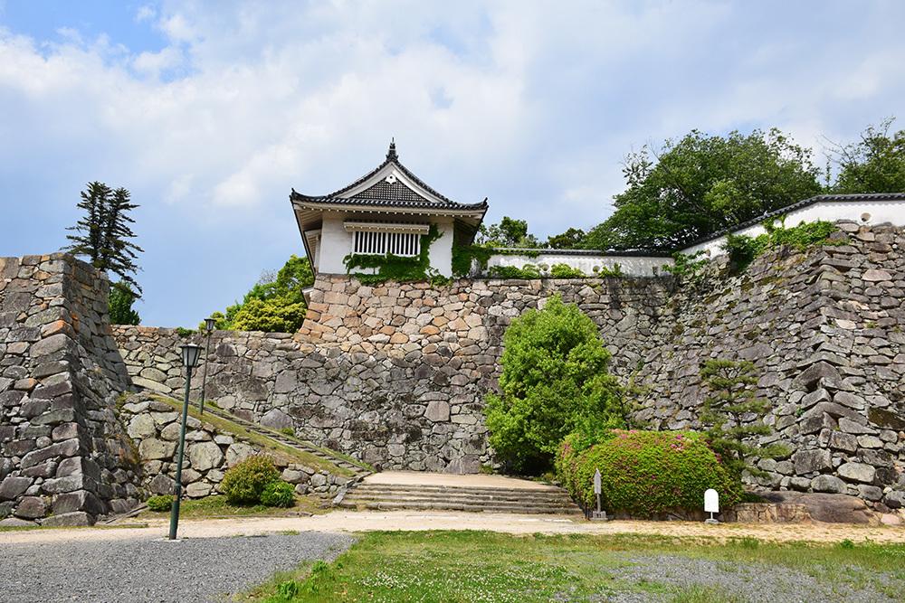 漆黒の烏城、備前岡山城を歩く。 その2「本丸下の段」_e0158128_21221750.jpg