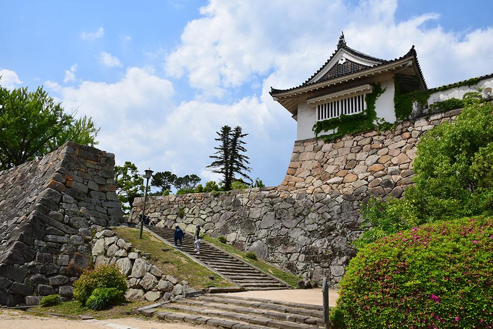 漆黒の烏城、備前岡山城を歩く。 その2「本丸下の段」_e0158128_21243591.jpg