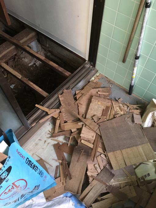 洗面所その4。床です。_f0182246_21073093.jpg