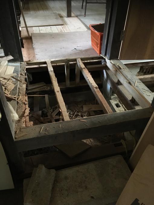 洗面所その4。床です。_f0182246_21075943.jpg