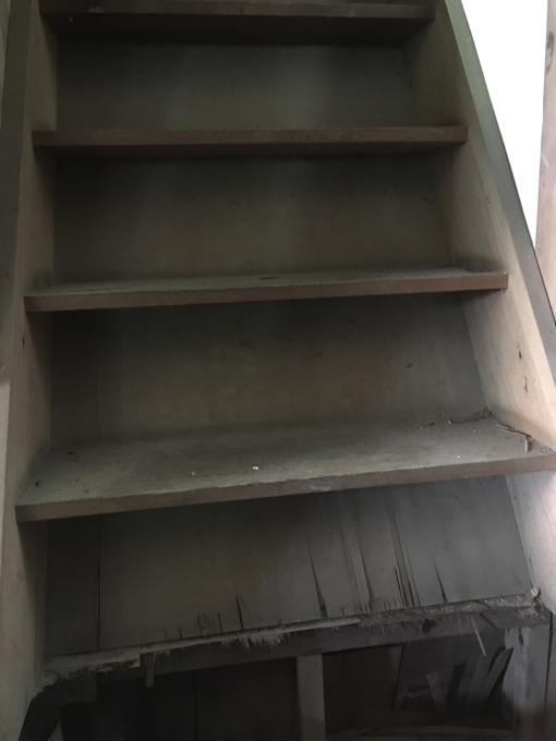 洗面所その5。だけどその横の階段(笑)_f0182246_21105277.jpg