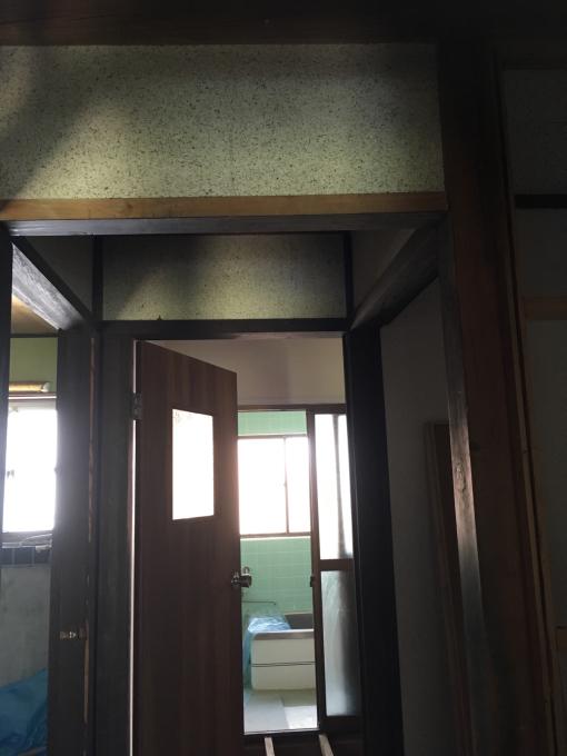 洗面所その6。洗面所でくくったけど踊り場の壁。_f0182246_21161755.jpg