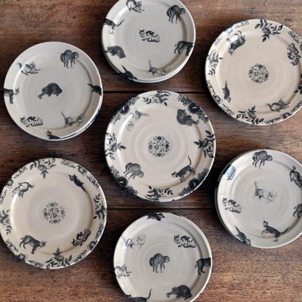 比留間郁美さんの猫のお皿が入荷いたしました_d0193211_18164797.jpg