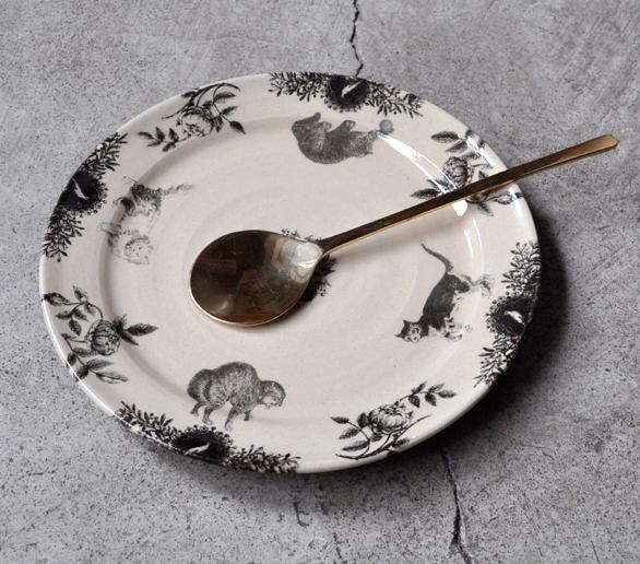 比留間郁美さんの猫のお皿が入荷いたしました_d0193211_1819430.jpg