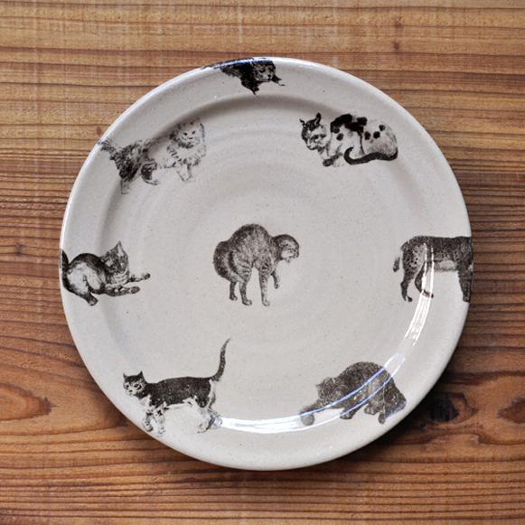 比留間郁美さんの猫のお皿が入荷いたしました_d0193211_18194515.jpg