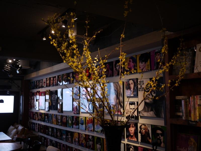 今週のWORLD BOOK CAFEさんは「レンギョウ」。2019/04/20。_b0171193_18585232.jpg