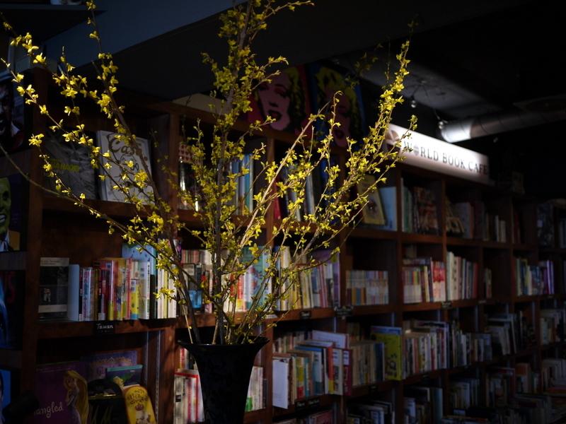 今週のWORLD BOOK CAFEさんは「レンギョウ」。2019/04/20。_b0171193_18590955.jpg