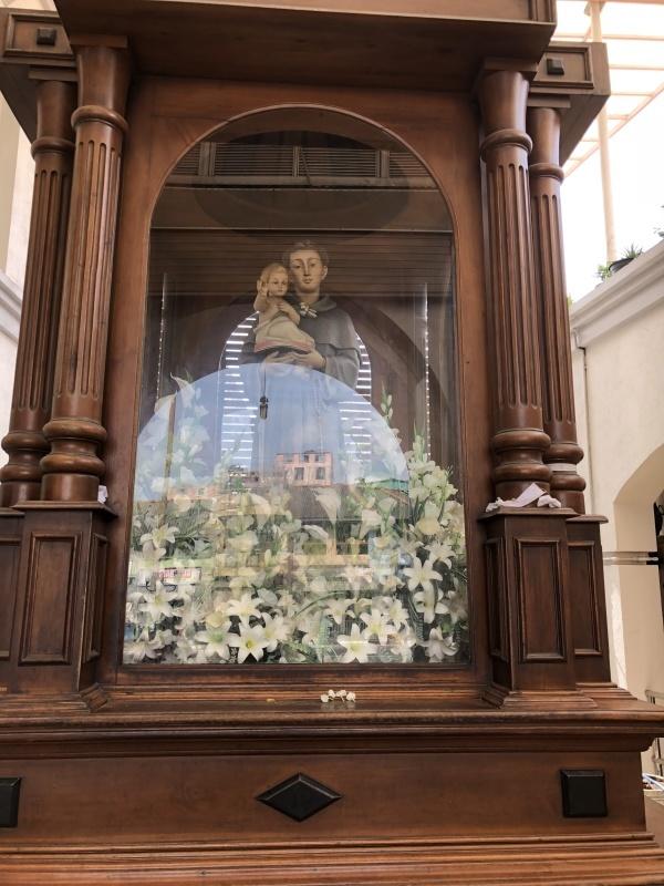スリランカの聖堂に花束を。_d0116009_03261144.jpg