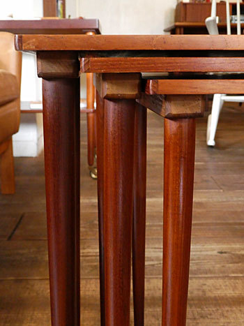 Nesting table_c0139773_19054059.jpg
