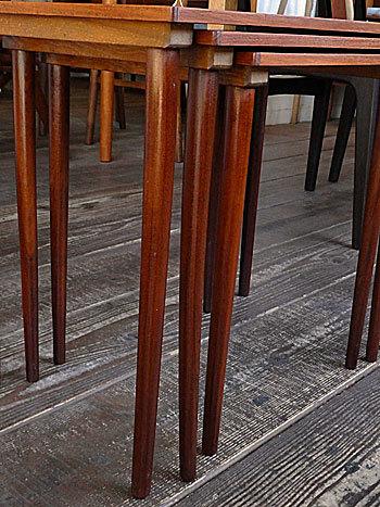 Nesting table_c0139773_19095697.jpg