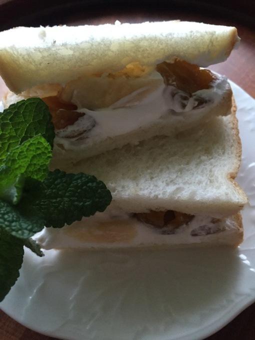 朝食もおやつもサンドイッチ_a0125981_19331522.jpg