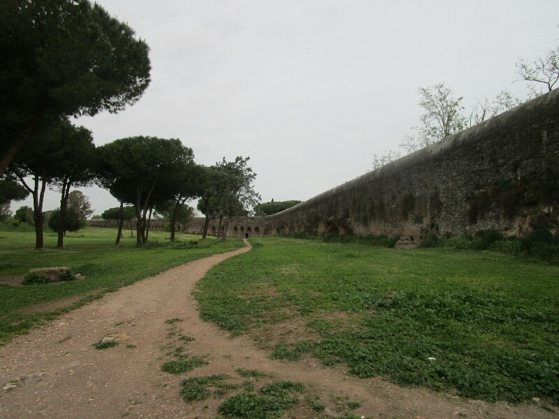 ローマ3日目【ローマ郊外】アッピア街道はどこまでも続いていた_e0201281_02172540.jpg