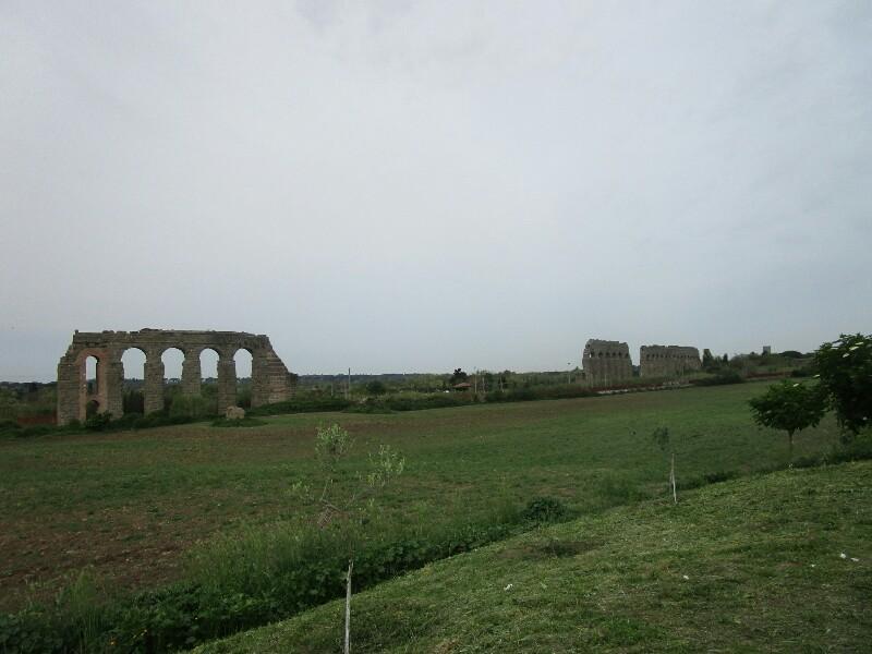 ローマ3日目【ローマ郊外】アッピア街道はどこまでも続いていた_e0201281_02175241.jpg