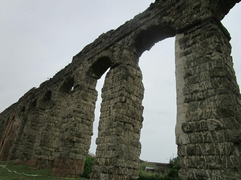ローマ3日目【ローマ郊外】アッピア街道はどこまでも続いていた_e0201281_02180779.jpg