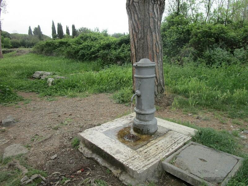ローマ3日目【ローマ郊外】アッピア街道はどこまでも続いていた_e0201281_02182850.jpg