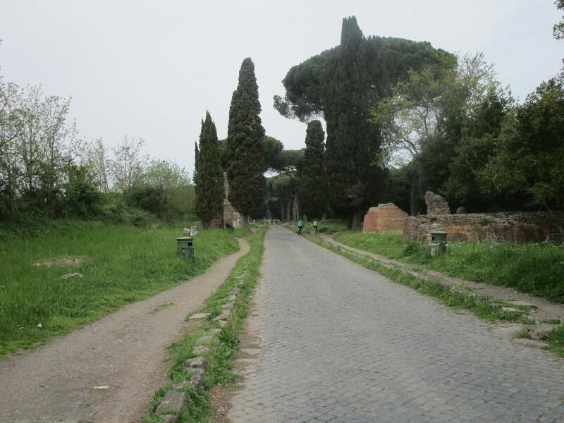 ローマ3日目【ローマ郊外】アッピア街道はどこまでも続いていた_e0201281_02185346.jpg