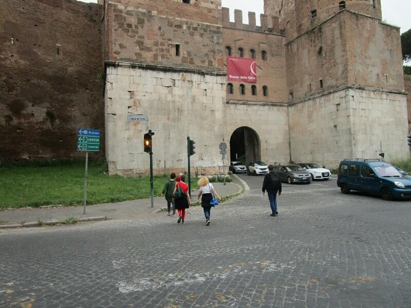 ローマ3日目【ローマ郊外】アッピア街道はどこまでも続いていた_e0201281_02210327.jpg