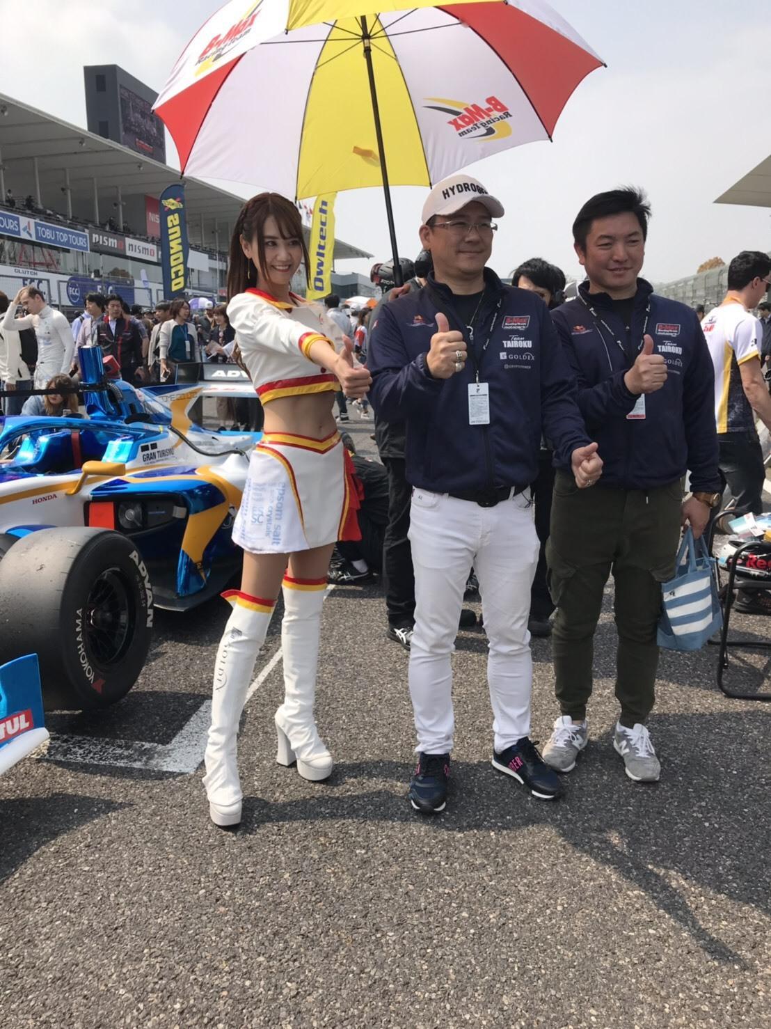 4月23日(火)本店ブログ ベンツE250カブリオレ AMGスポーツパッケージ入庫しております ハマーランクル アルファード _b0127002_18243157.jpg