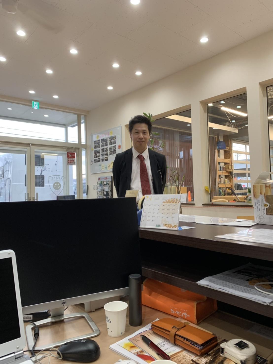 4月23日(火)本店ブログ ベンツE250カブリオレ AMGスポーツパッケージ入庫しております ハマーランクル アルファード _b0127002_18331929.jpg
