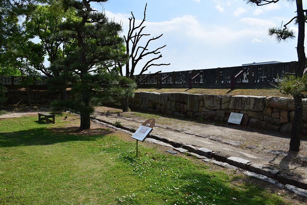 漆黒の烏城、備前岡山城を歩く。 その3「本丸中の段」_e0158128_18454191.jpg