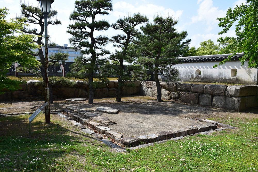 漆黒の烏城、備前岡山城を歩く。 その3「本丸中の段」_e0158128_18484928.jpg