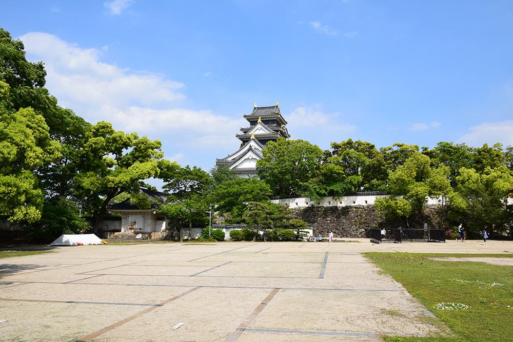 漆黒の烏城、備前岡山城を歩く。 その3「本丸中の段」_e0158128_19063682.jpg