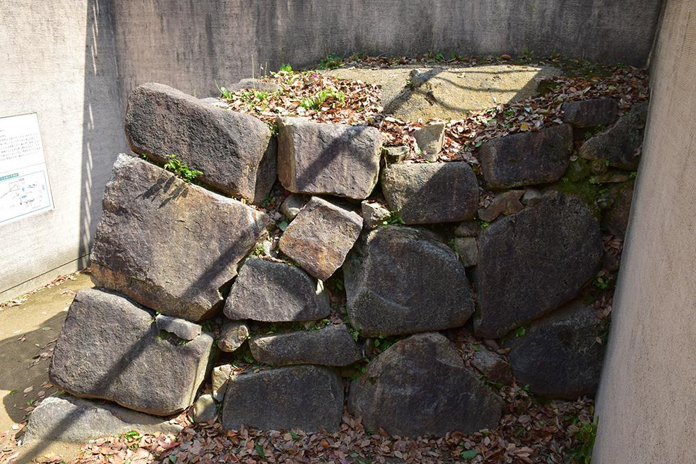 漆黒の烏城、備前岡山城を歩く。 その3「本丸中の段」_e0158128_19200683.jpg