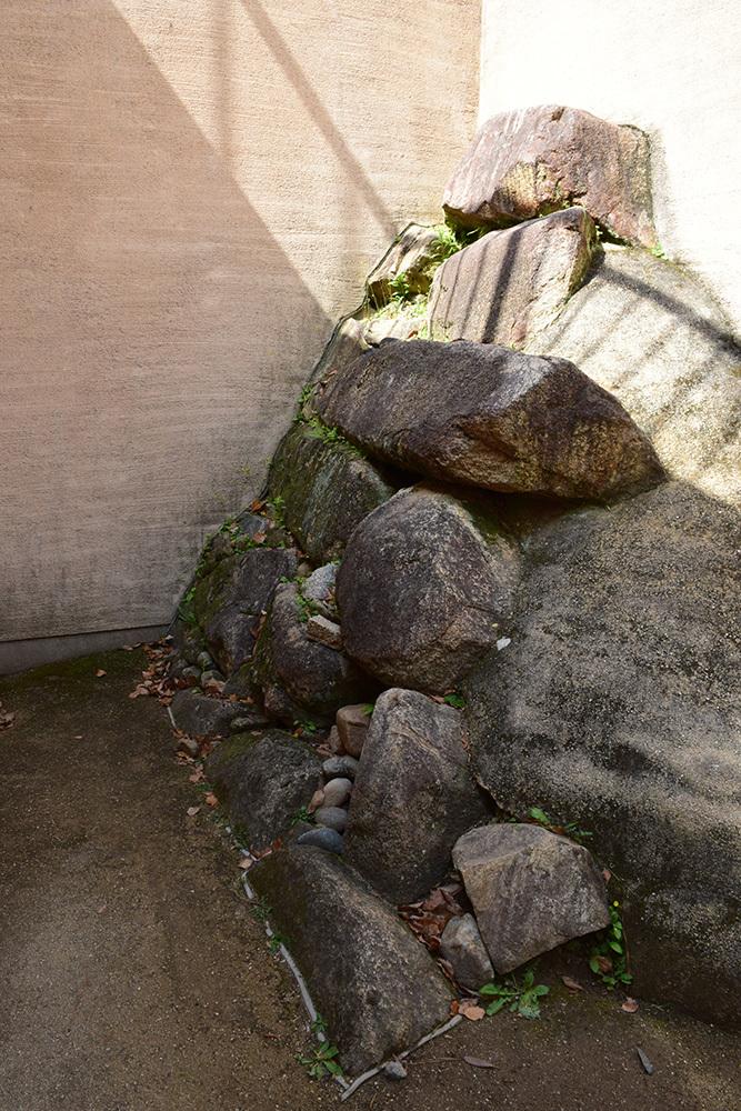 漆黒の烏城、備前岡山城を歩く。 その3「本丸中の段」_e0158128_19200937.jpg
