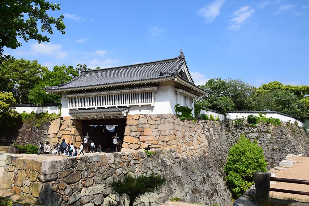 漆黒の烏城、備前岡山城を歩く。 その3「本丸中の段」_e0158128_19230508.jpg