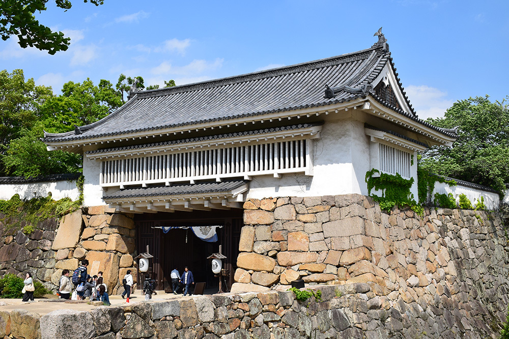 漆黒の烏城、備前岡山城を歩く。 その3「本丸中の段」_e0158128_19230933.jpg