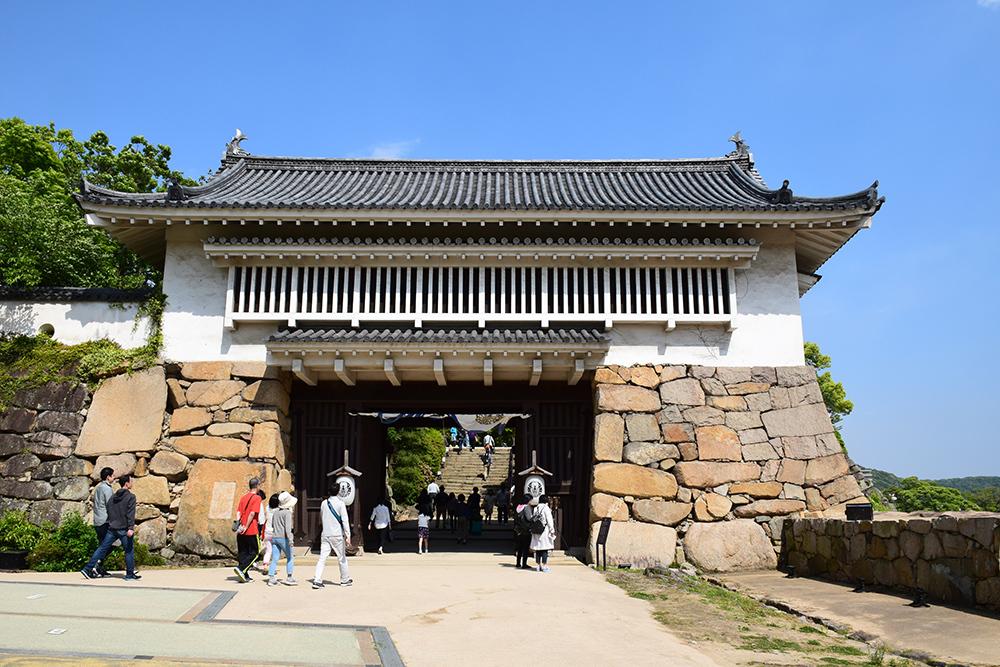 漆黒の烏城、備前岡山城を歩く。 その3「本丸中の段」_e0158128_19231535.jpg