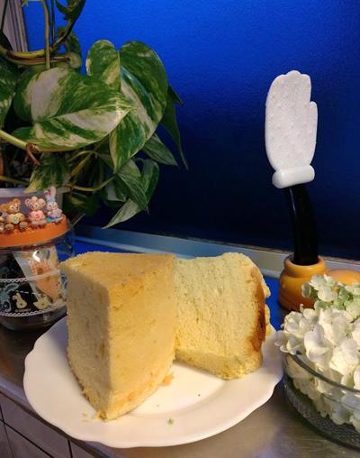 シフォンケーキのレシピを修正しておかねば_c0036138_23484640.jpg