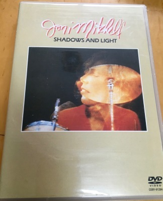 名盤レビュー/ジョニ・ミッチェルその8最終回 『シャドウズ・アンド・ライト』 Shadows and Light (live) (1980)_b0177242_09074048.jpg