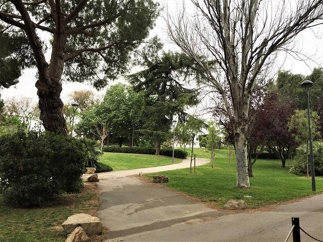 セルバンテス公園から続く遊歩道_b0064411_01250418.jpg