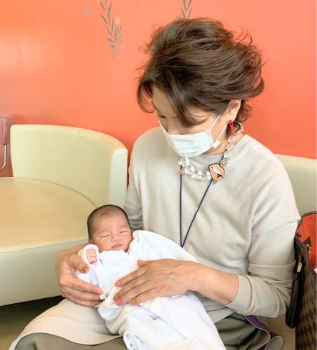 新生児12年ぶり抱っこ_d0148223_15413037.jpg