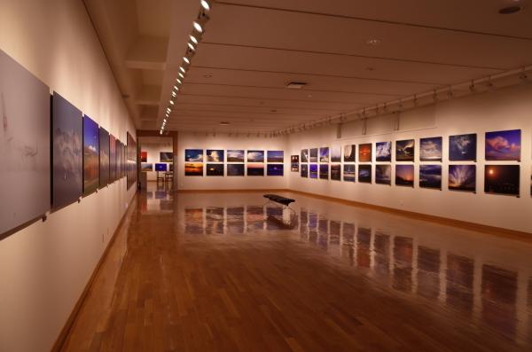 東川町文化ギャラリーで開催中の写真展 ルーク・オザワ写真展_b0187229_21474860.jpg