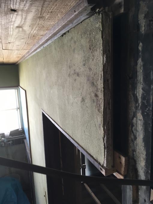 洗面所その6。洗面所でくくったけど踊り場の壁。_f0182246_12315679.jpg