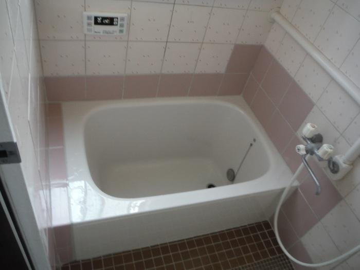 タイル張り浴室の浴槽入れ替え ~ タイル張り_d0165368_04072147.jpg